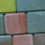 Тротуарная плитка для дорожек на даче – оптимальный вариант твердого покрытия